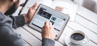 Wyszukiwanie filmów i aplikacji jako miejsca docelowe na podstawie słów kluczowych