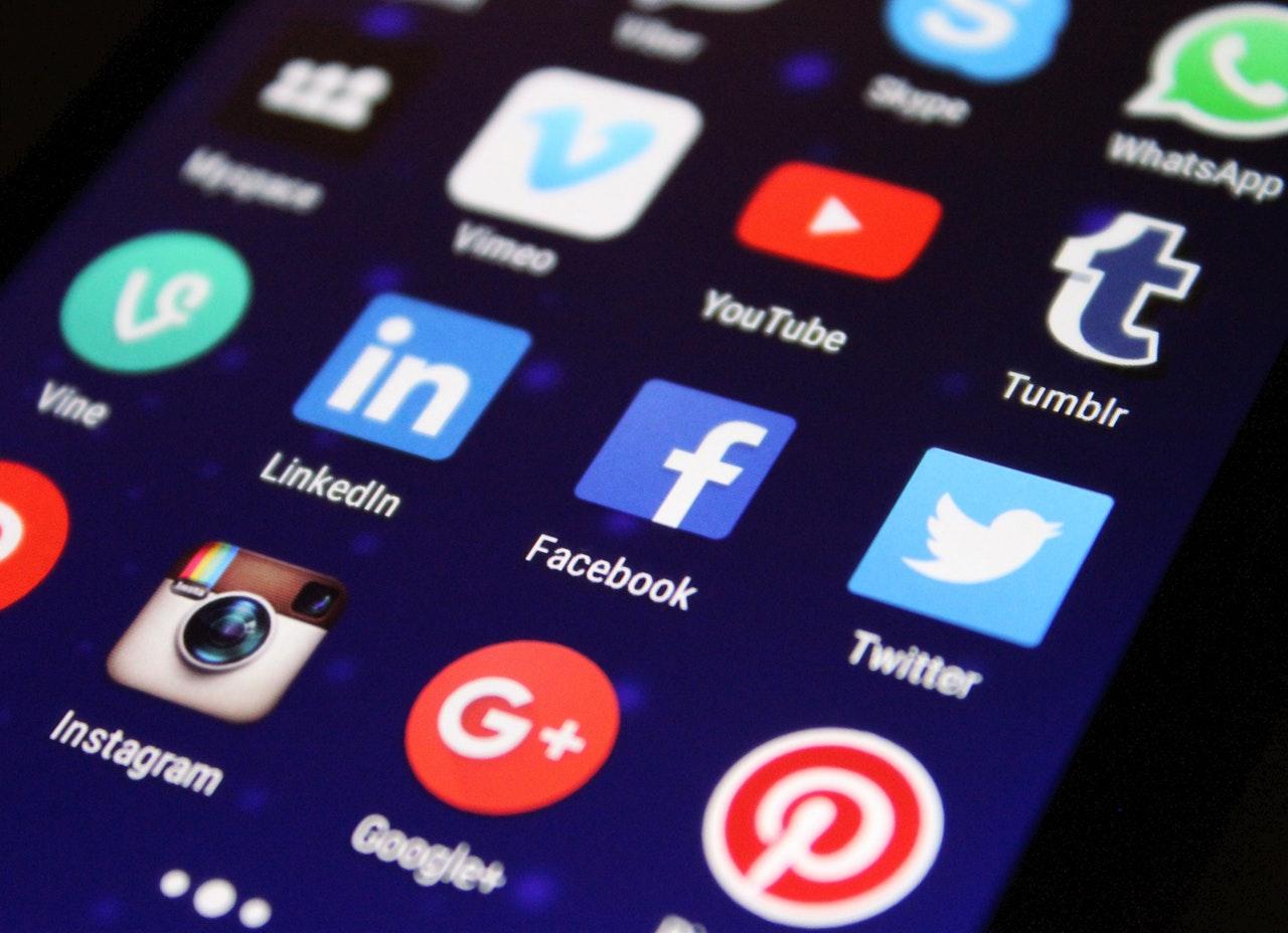social media ekran