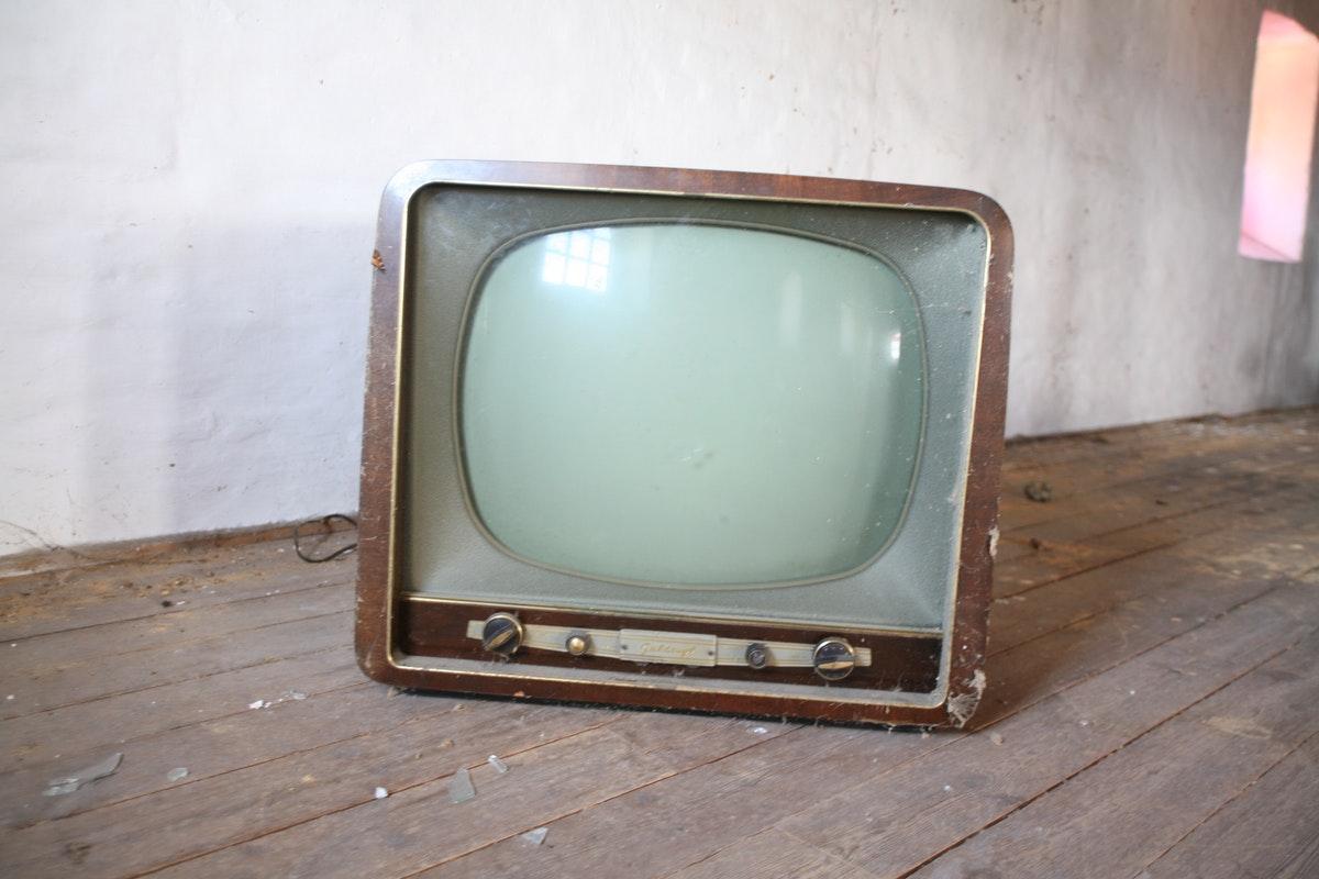 wady i zalety reklamy telewizyjnej